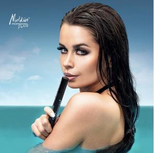 Quels sont les indispensables maquillage à avoir dans son sac pendant les vacances ?