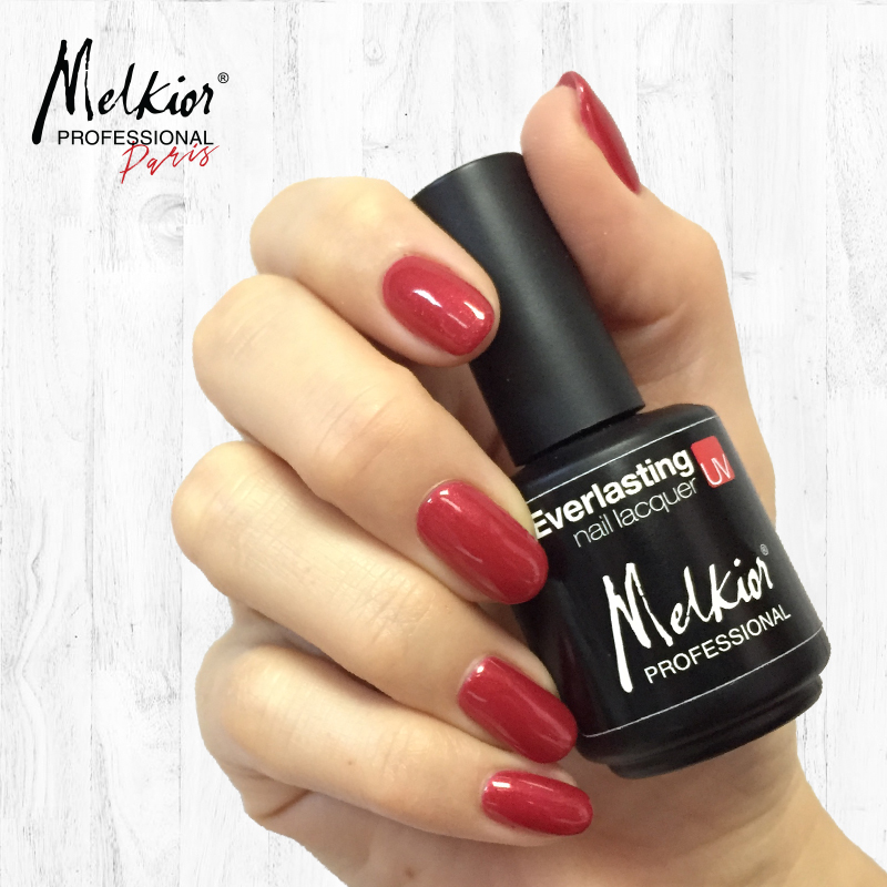 Melkior vous montre comment appliquer du vernis à ongles semi permanent à la maison!