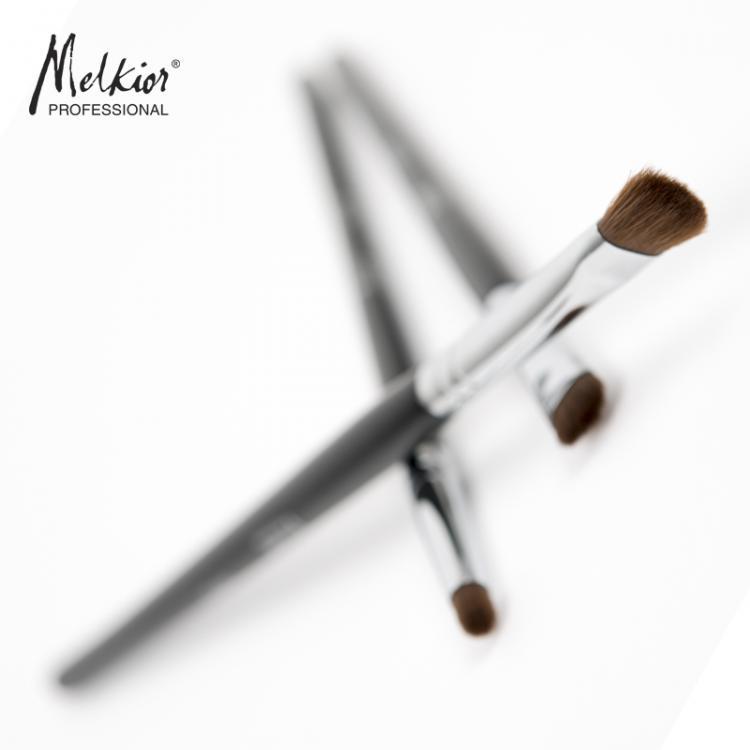 Un maquillage parfait? C'est possible maintenant avec les nouveaux pinceaux à maquillage fabriquées à la main!